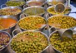 Kulinarische Erlebnisse erwarten Sie auf dem Wochenmarkt von La Seu d'Urgell in Spanien.