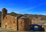 Sie besuchen das Bergdorf Ordino in Andorra.