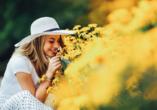 MS Rhein Symphonie, Frau mit Blumen
