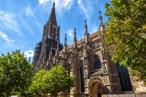 Das mächtige Münster ist die bekannteste Sehenswürdigkeit Ulms.