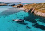 Die spannenden Inseln Malta und Gozo entdecken, Yacht in Comino