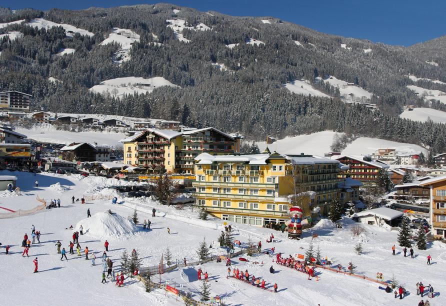 Wellnesshotel Kohlerhof Fügen Zillertal, Außenansicht Winter