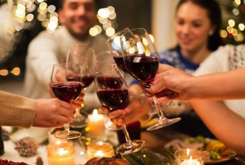 Grand Hotel Suhl, Menschen mit Wein