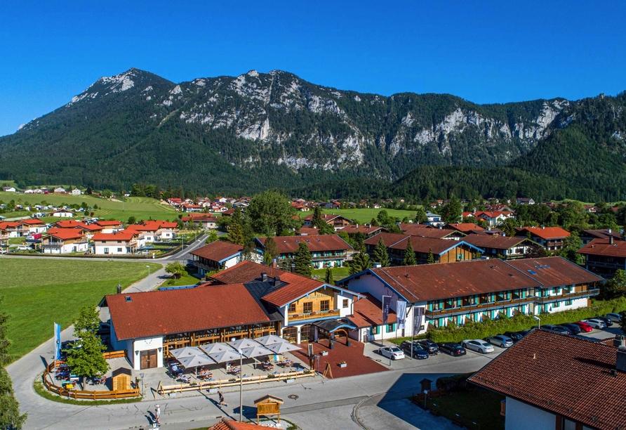 Das Bergmayr - Chiemgauer Alpenhotel erwartet Sie in herrlicher Lage.