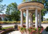 Die Kurstadt empfängt Sie mit mehreren Trinkbrunnen - an der Rathausbrücke, im Quellenhof und im Kurpark.
