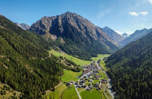 First Mountain Hotel Ötztal Längenfeld Tirol Österreich, Ortsansicht