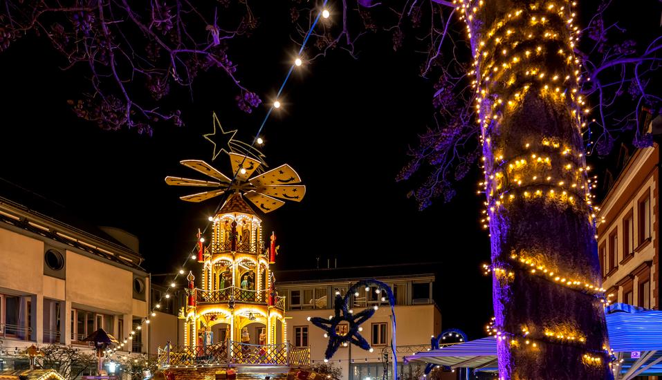 Wie wäre es mit einem Besuch auf dem gemütlichen Weihnachtsmarkt im Schloss Johannisburg in Aschaffenburg?