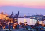 Der Hafen von Rotterdam ist der größte Seehafen Europas.