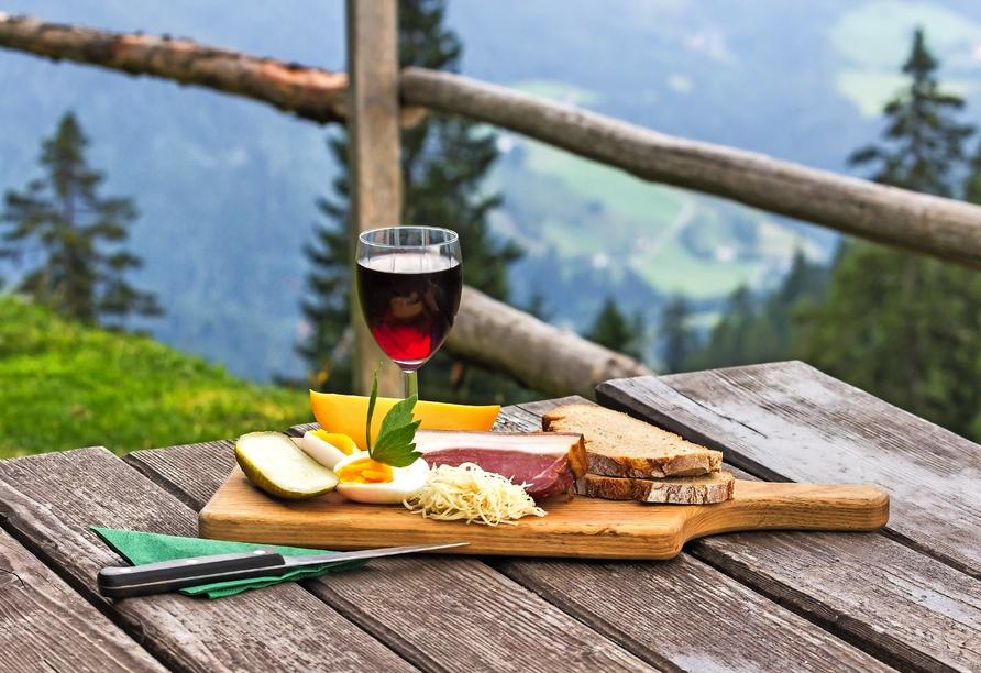 Hotel Habhof in Mösern bei Seefeld in Tirol, Hüttenjause