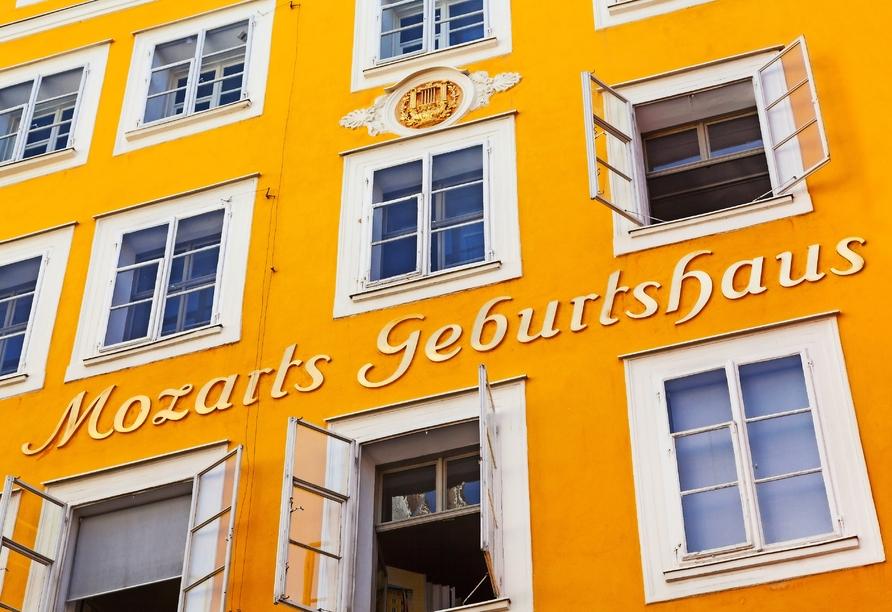 Das Geburtshaus des Komponisten Mozart in Salzburg sollten Sie gesehen haben.