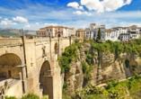 Die Brücke Puente Nuevo in Ronda gehört zu den bekanntesten Fotomotiven des andalusischen Hinterlandes.