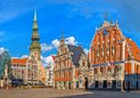 Das Schwarzhäupterhaus auf dem Rathausplatz der lettischen Hauptstadt Riga