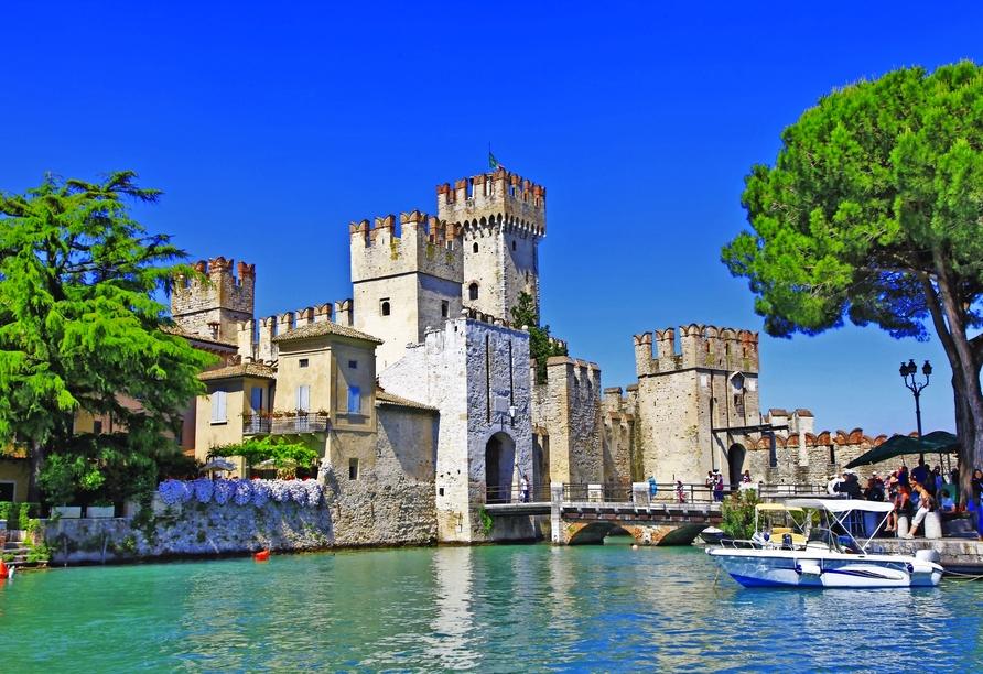 Mietwagenrundreise Norditalien, Burg Rocca Scaligera in Sirmione am Gardasee